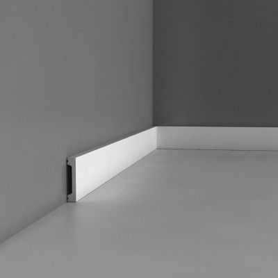 Flat skirting board