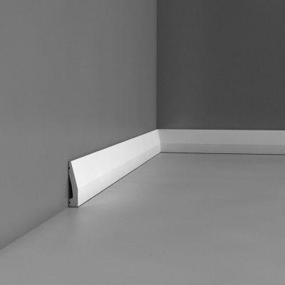 Plain skirting board